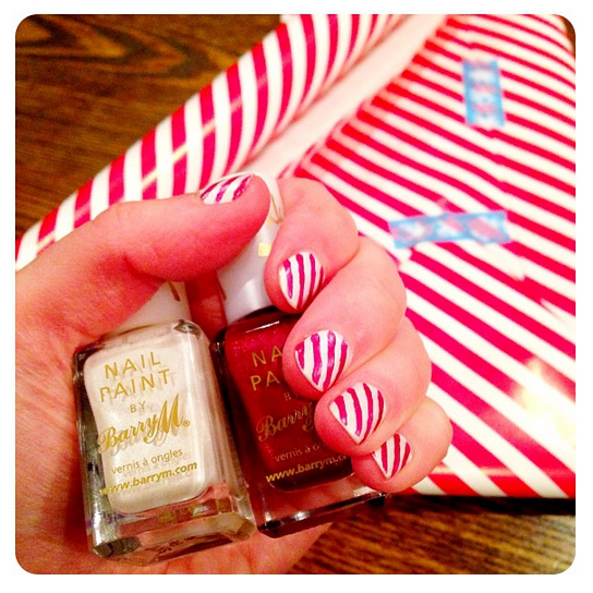 Candy stripe Christmas nail art