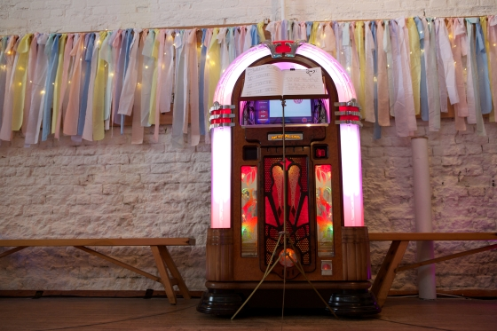 DIY Wedding, hired jukebox instead of PA or DJ